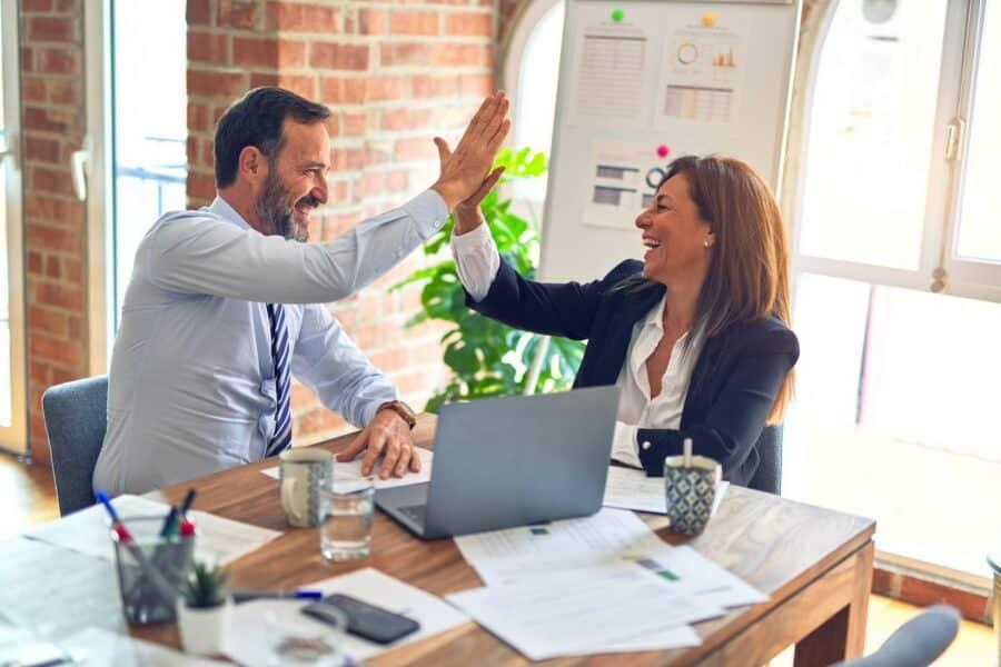 Diskusi dengan pasangan siapa yang harus bekerja
