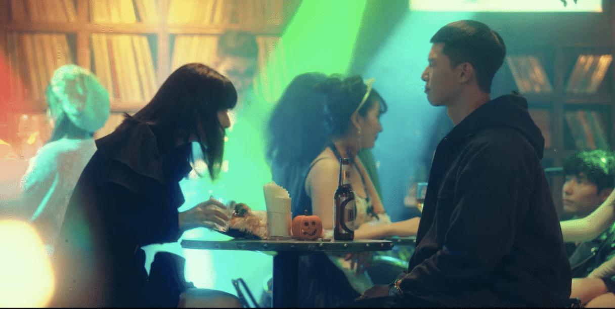 Saat pertama Saeroyi bercerita rencana jangka panjangnya ke Soo Ah: kena sembur soju