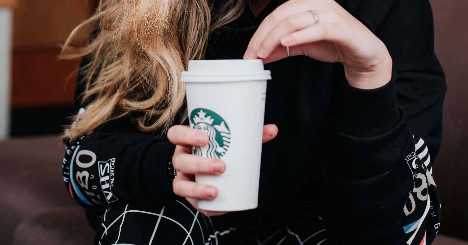 Beli Starbucks ukuran venti dan bagi dua dengan teman agar hemat