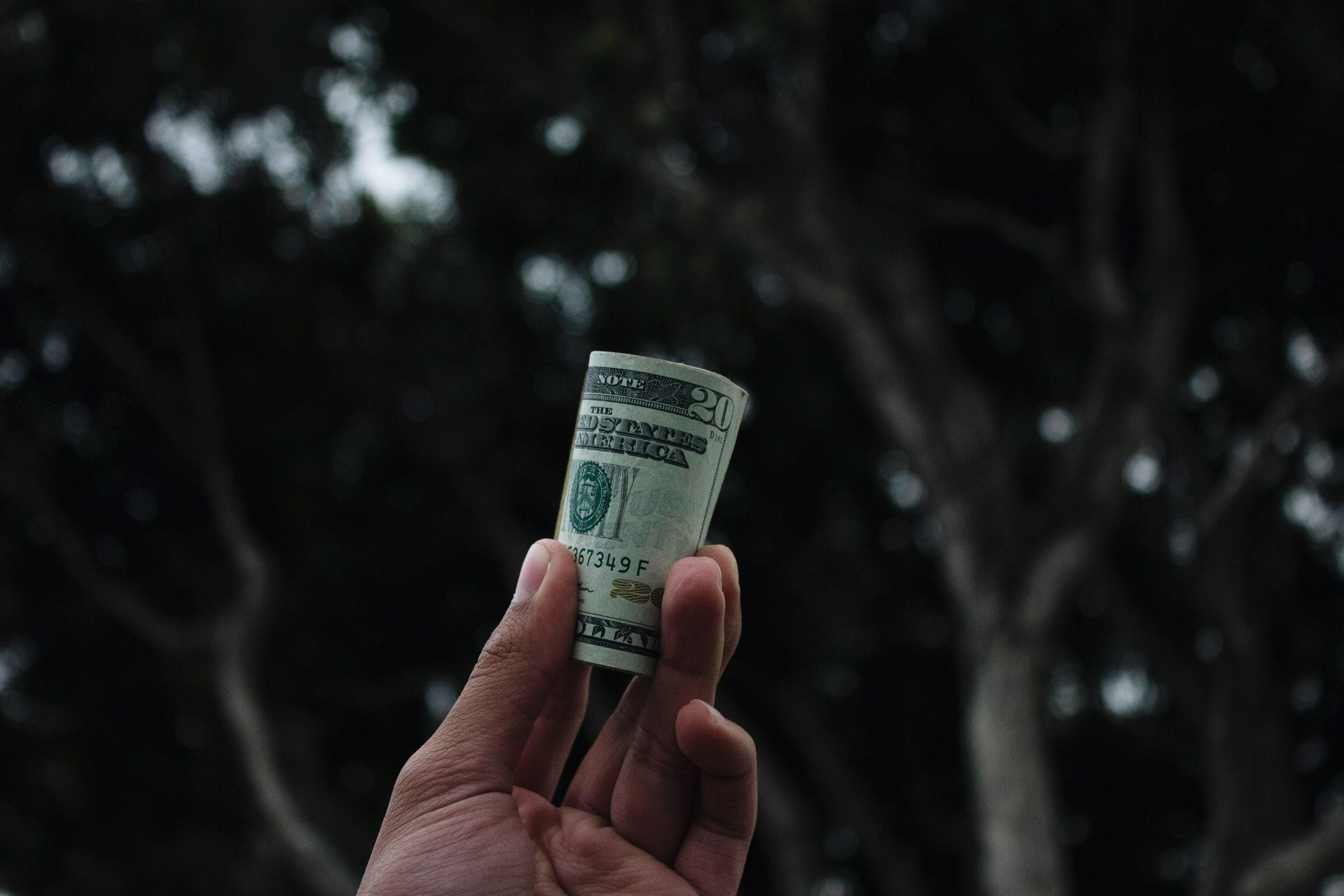 Diskusi dengan pasangan tentang gaji
